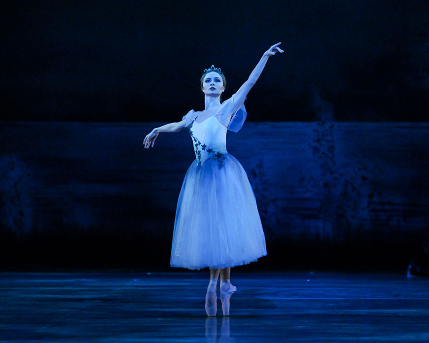 Diana-Yohe-as-Myrtha-in-Pittsburgh-Ballet-Theatre's-production-of-Giselle---870